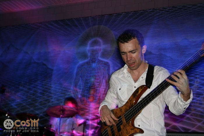 bassist_playing